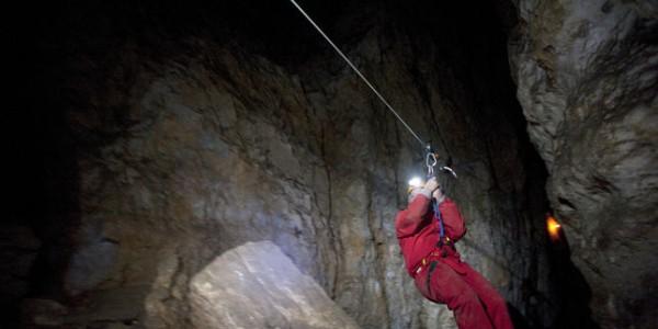 4461145_3_2ffb_un-speleologue-dans-la-grotte-des-cavottes_a386395fb475c5c9c55c7b7bc32a7ab8